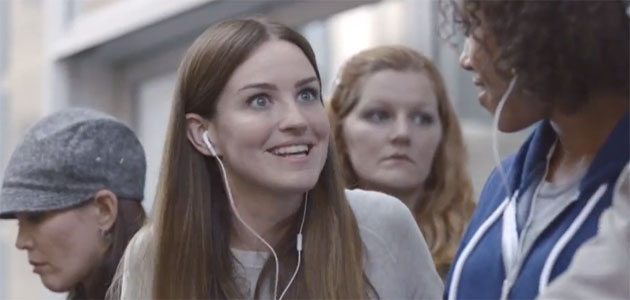 A new commercial of Samsung Galaxy S3 makes fun of iPhone 5, isn't this awesome?