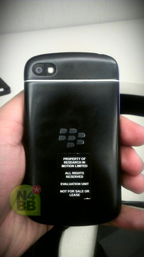 BlackBerry X10 – featuring a physical QWERTY 2
