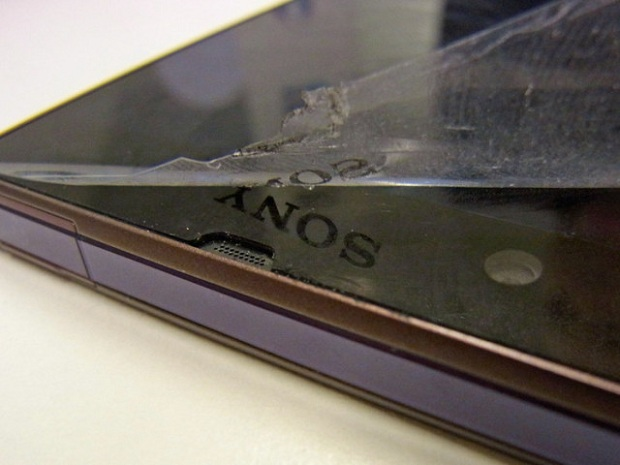 No Sony logo on the display of Xperia Z 8