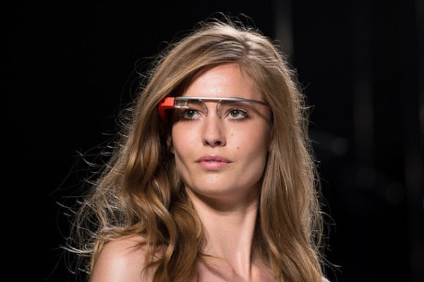 Description of the interface of Google's futuristic Glass display