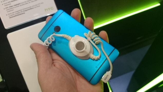 HTC One in red and blue draw attention at IFA