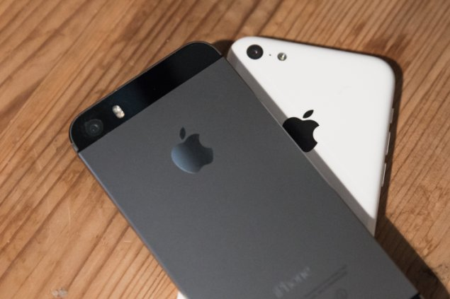 Apple's iPhone 5S and iphone 5c back sides, signing pricing agreements with carriers in Taiwan has lead to a fine for apple