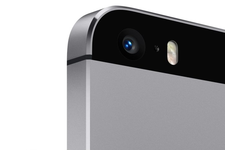 Apple iPhone 5S boasts an 8MP iSight camera for excellent photos even in low light